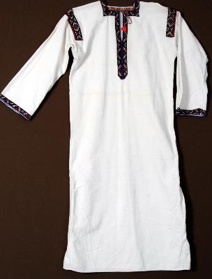 Сорочка жіноча вишита з квадратною