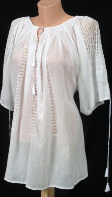 Блуза жіноча вишита з мережкою